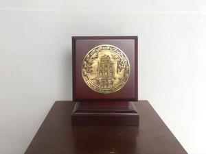 Biểu trưng Tháp Rùa Hồ Gươm gỗ đồng F10 - Q0451