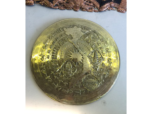 Mặt trống đồng vàng gò hình bản đồ đường kính 60cm - Q0308