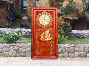 Tranh gỗ đồng hồ đốc lịch thuận buồm xuôi gió dát vàng 41cm x 81cm
