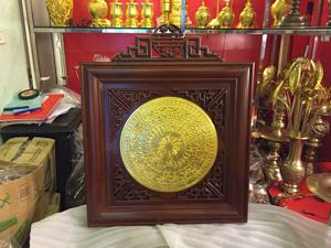 Tranh mặt trống đồng dát vàng 40cm khung 68cm - q0664