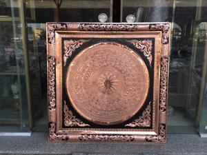 Tranh mặt trống đồng đỏ khung đồng 90cm x 90cm - Q0486