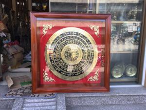 Tranh mặt trống đồng vàng đường kính 60cm khung 90cm - Q0369