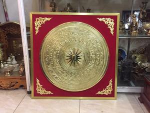 Tranh mặt trống đồng vàng gò đường kính 60cm khung 90cm - Q0634