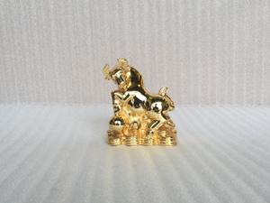 Tượng con Bò Tót mạ vàng 24k cỡ 15cm - Q0394