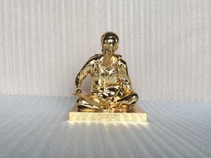 Tượng đồng Bác Hồ ngồi đọc báo mạ vàng cao 23cm - Q0352
