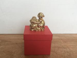 Tượng đồng con Khỉ ôm bị tiền 13cm - Q0400
