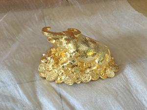 Tượng đồng con Trâu Mạ Vàng 15cm - Q0311