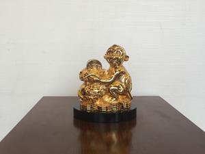 Tượng đồng con Khỉ mạ vàng ôm bị tiền 13cm - Q0423