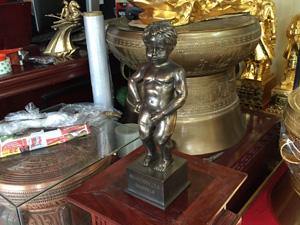 Tượng đồng Manneken Pis Brussels chú bé đứng tè 30cm - Q0609