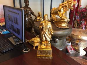 Tượng đồng Trần Quốc Tuấn đúc thủ công dát vàng 38cm - Q0614