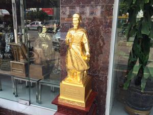 Tượng đồng Trần Quốc Tuấn dát vàng cao 70cm - Q0449