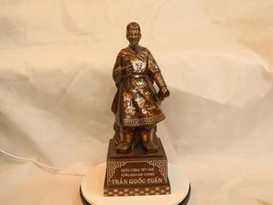 Tượng đồng Trần Quốc Tuấn khảm tam khí cao 50cm - Q0218