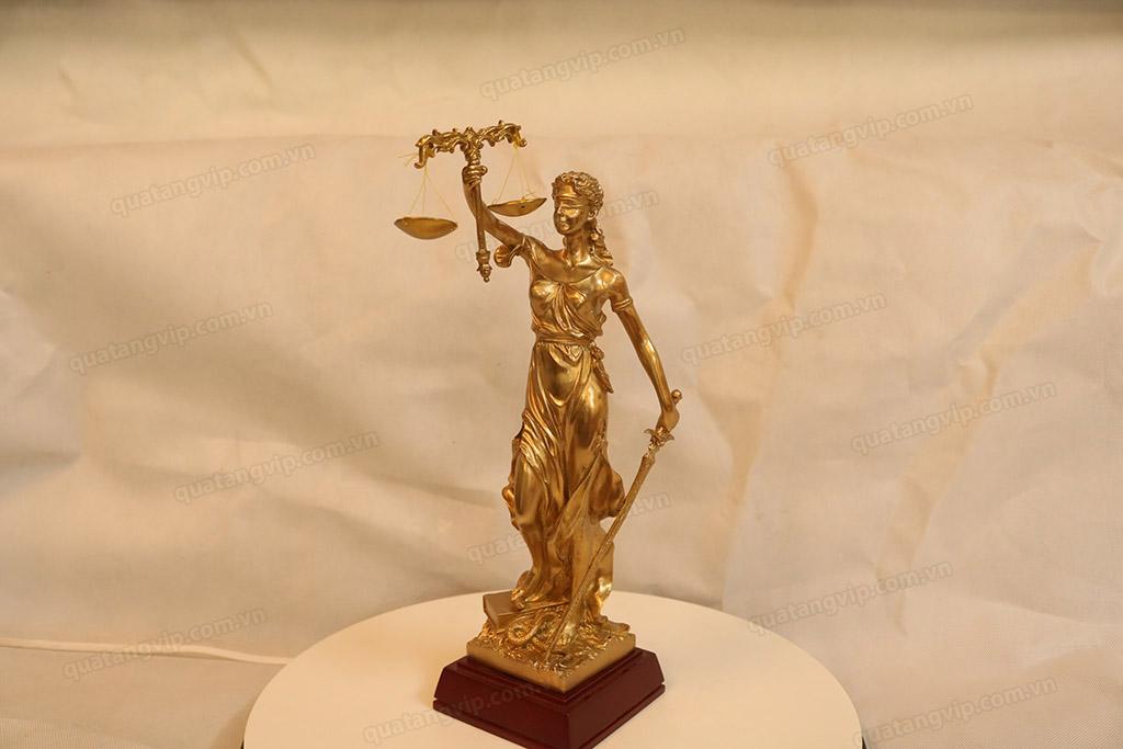 Tượng đồng Nữ Thần Công Lý cao 30cm - Q0189